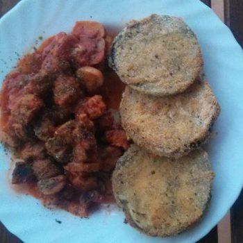 Carne de soja con salsa de tomate y champiñones