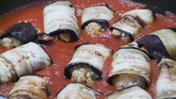 Como preparar la carne de soja con salsa de tomate y berenjena