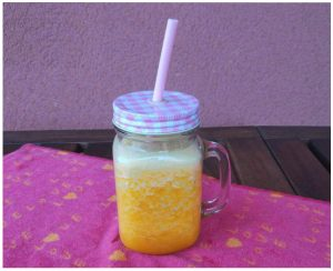 Smoothie diuretico picante con piña y naranja