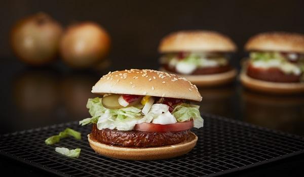 Hamburguesa vegana de McDonald's se venderá en Suecia y Finlandia