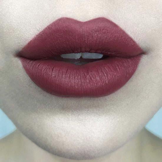 Lápiz vegano intenso de la linea Kiss Crème de Kat Von D