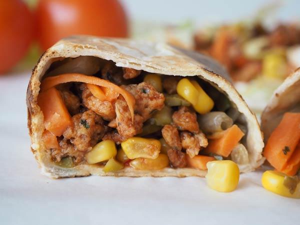 Kebab de carne vegetal con verduras