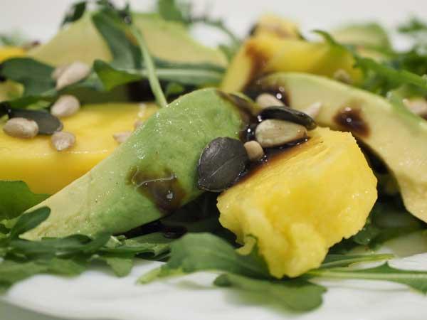 Ensalada de mango (avocado) y palta para veganos y vegetarianos