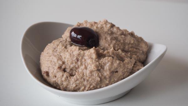 Crema de garbanzos con olivas