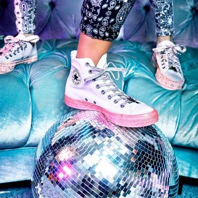 5378daf7b86 ... promo code for las zapatillas de tela converse x miley cyrus all star  están disponibles en ...