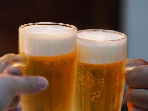 """Cerveza """"rubia"""" y brindis"""