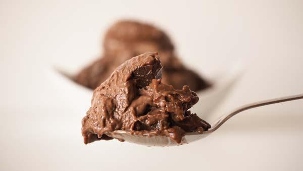 Helado vegano de chocolate con y sin maquina heladera