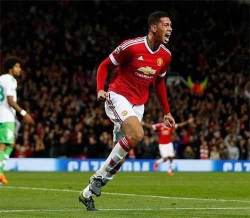 El futbolista vegano Chris Smalling tras un gol