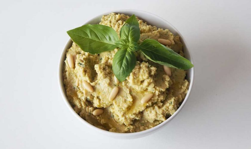 receta-hummus-garbanzos-albahaca