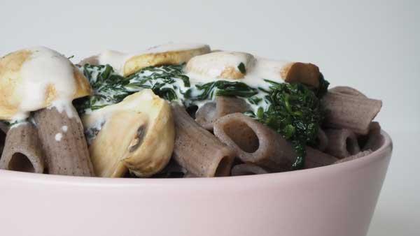 Pasta sin gluten de trigo sarraceno y salsa de verduras
