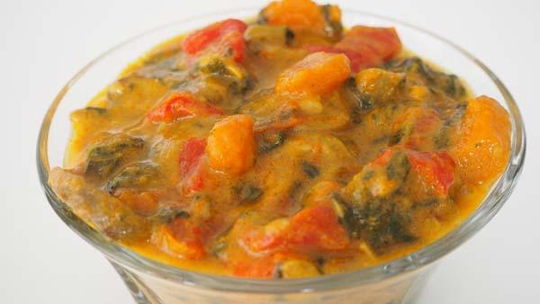 Zanahorias, espinacas, pimiento y champiñones al curry