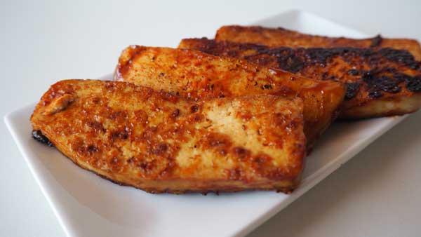 Tofu ahumado con salsa barbacoa