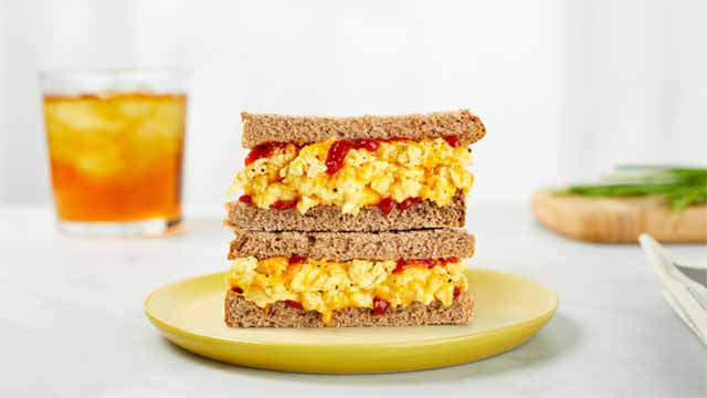 Bocadillo o sándwich con huevo vegano Just Egg