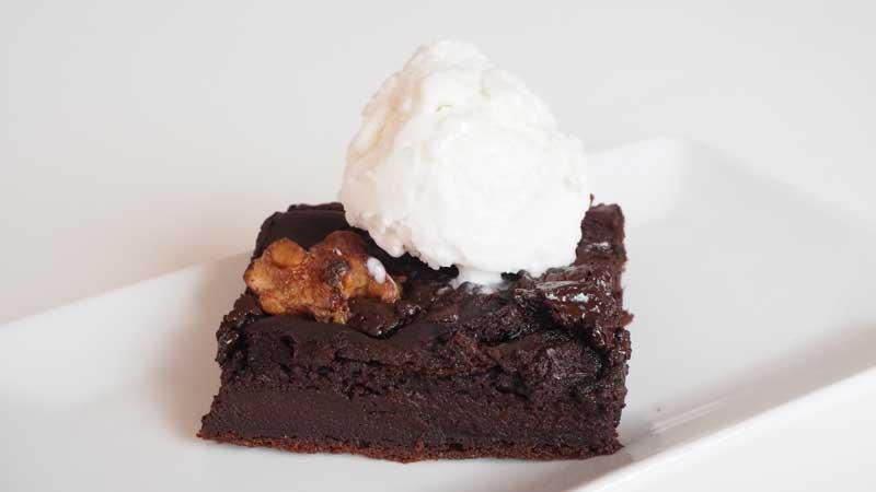 Brownie vegano de palta y chocolate con helado vegano de vainilla Mercadona