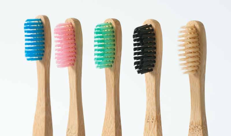 Set de cepillos para dientes veganos hechos con fibra de bambú