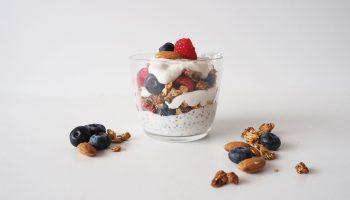 receta-parfait-yogur-vegano-fruta