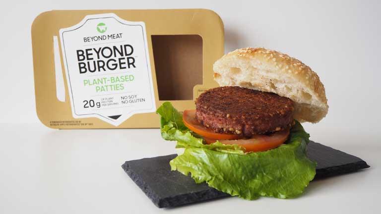 Bocadillo con Beyond Meat y caja Beyond Burger - IdeaVegana
