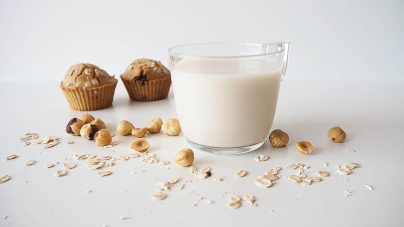 leche de avellanas y avena cremosa y natural