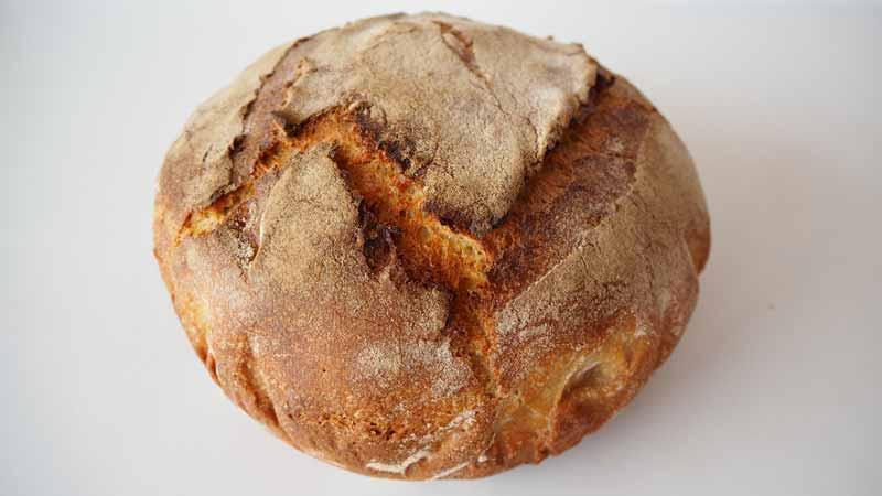 Pan casero con masa madre