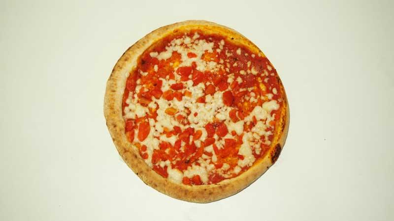 Pizza Margarita Vegana de Aldi recién salida del horno