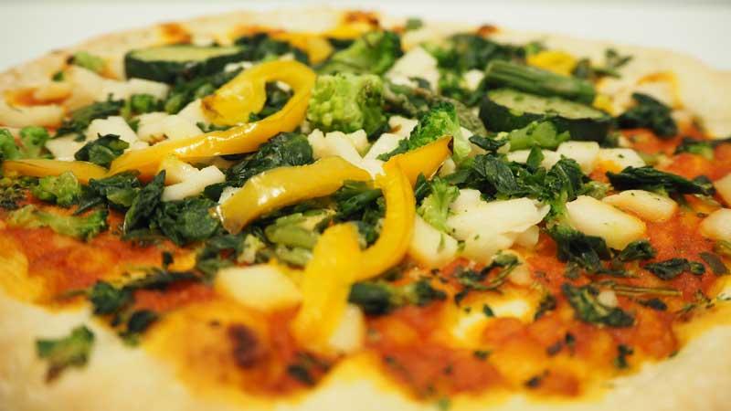 Verduras asadas en la pizza Valsoia